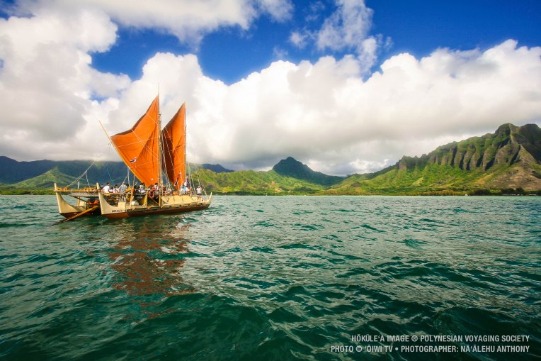 Hōkūleʻa in Kualoa